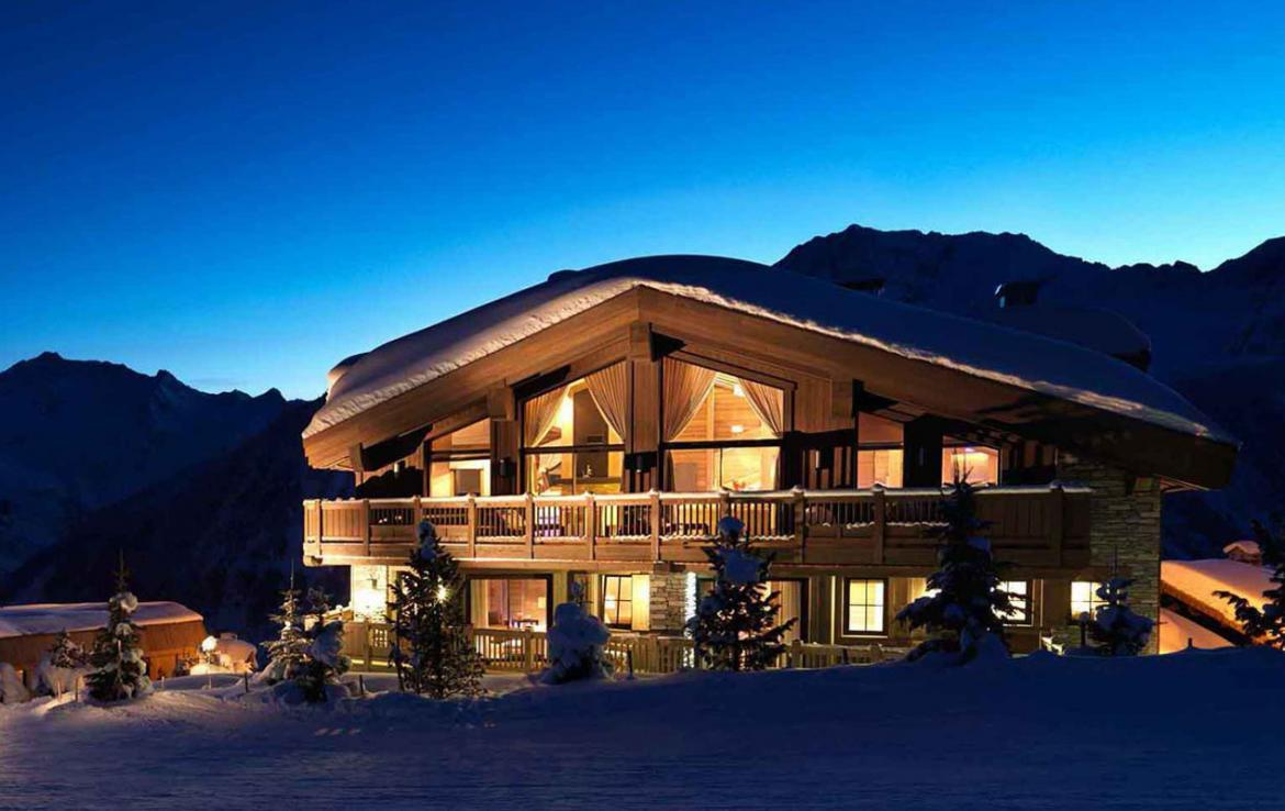 Kings-avenue-courchevel-sauna-jacuzzi-hammam-swimming-pool-parking-cinema-gym-boot-heaters-fireplace-ski-in-ski-out-wine-cellar-area-courchevel-002