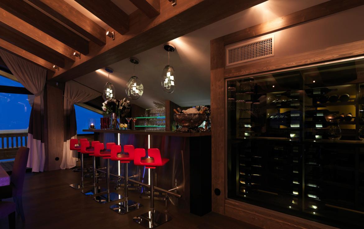 Kings-avenue-courchevel-sauna-jacuzzi-hammam-swimming-pool-parking-cinema-gym-boot-heaters-fireplace-ski-in-ski-out-wine-cellar-area-courchevel-002-4