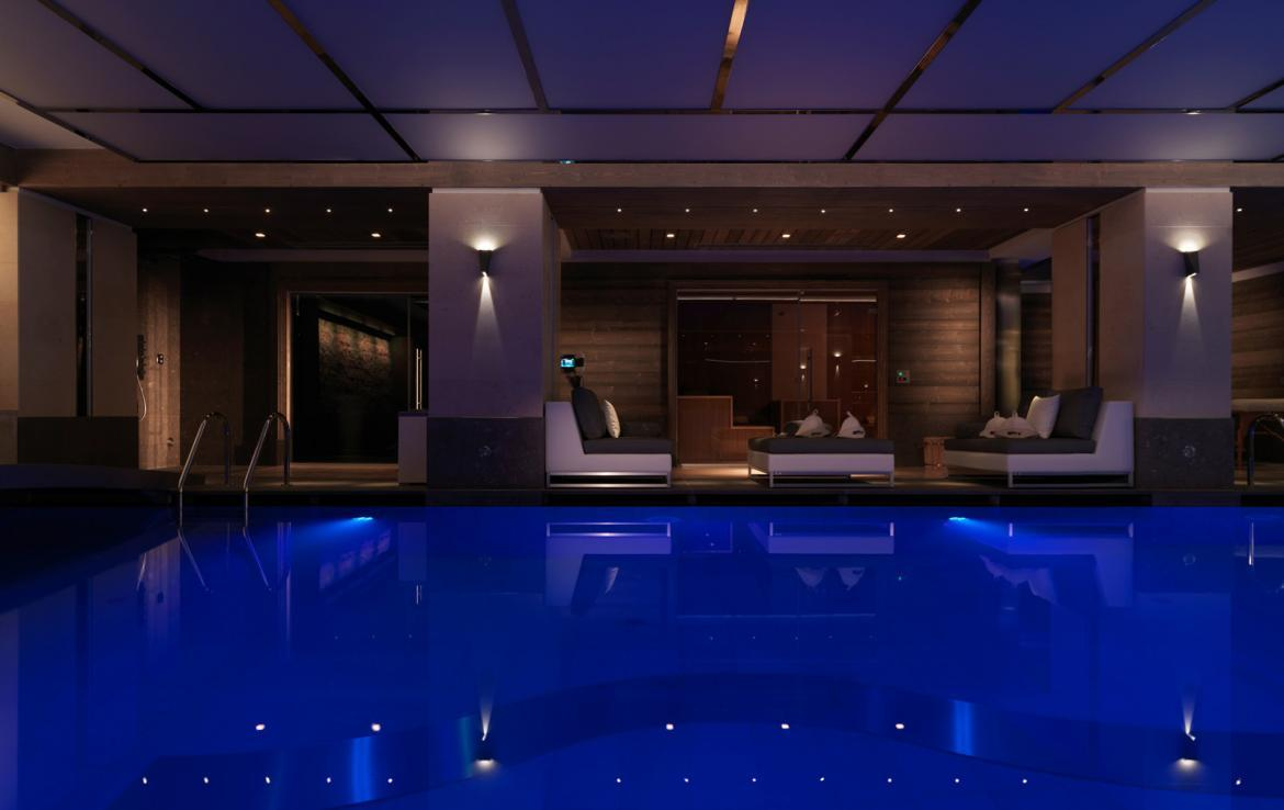 Kings-avenue-courchevel-sauna-jacuzzi-hammam-swimming-pool-parking-cinema-gym-boot-heaters-fireplace-ski-in-ski-out-wine-cellar-area-courchevel-002-6