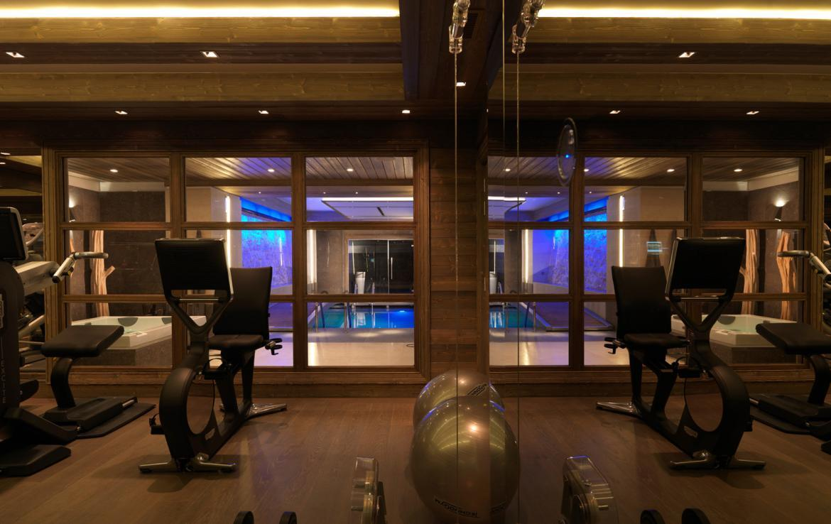 Kings-avenue-courchevel-sauna-jacuzzi-hammam-swimming-pool-parking-cinema-gym-boot-heaters-fireplace-ski-in-ski-out-wine-cellar-area-courchevel-002-7