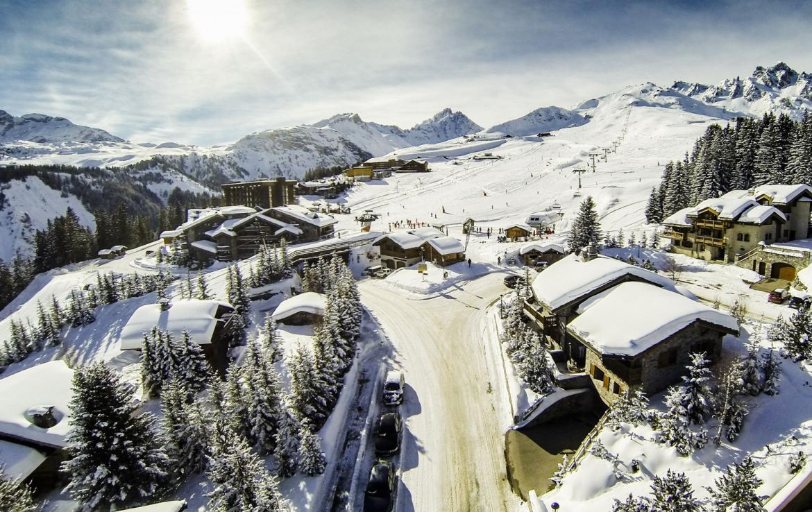 Kings-avenue-courchevel-tv-hifi-wifi-satelitte-jacuzzi-childfriendly-parking-games-room-gym-fireplace-ski-in-ski-out-massage-room-area-courchevel-026-2