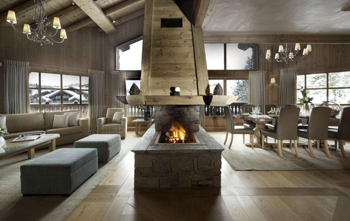 chalet near the slopes in courchevel. Black Bedroom Furniture Sets. Home Design Ideas