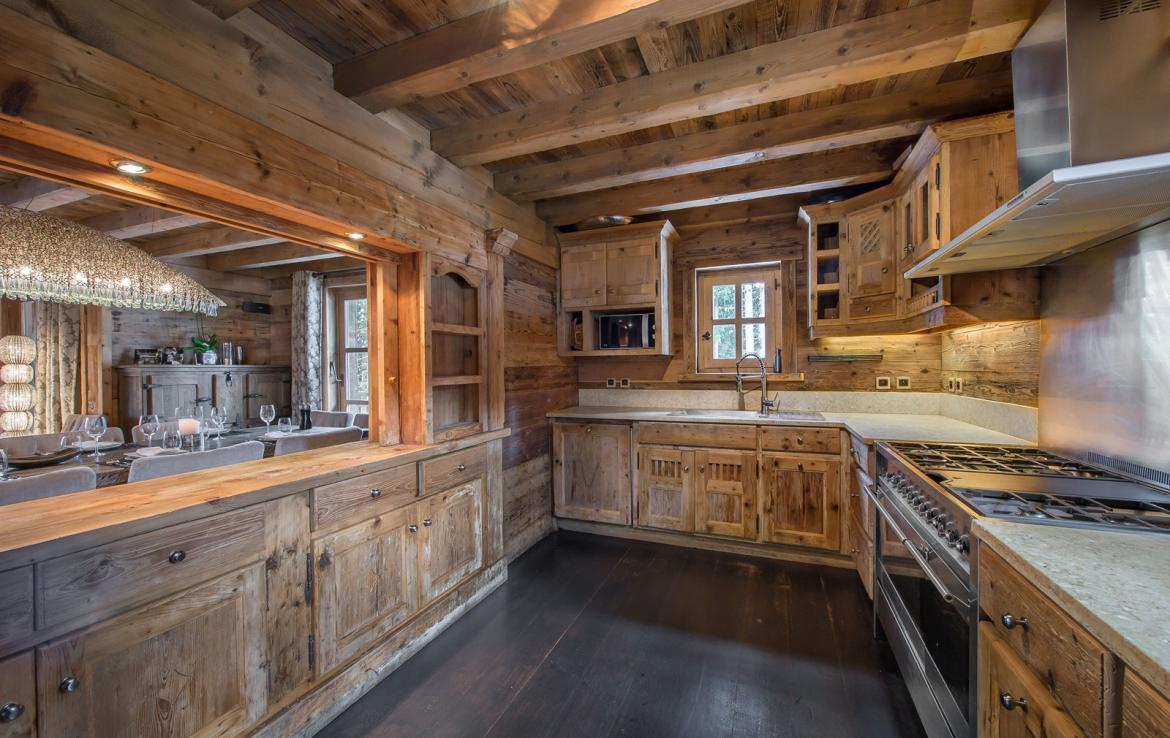 Kings-avenue-courchevel-wifi-satelitte-jacuzzi-hammam-swimming-pool-childfriendly-parking-cinema-gym-boot-heaters-fireplace-stunning-views-area-courchevel-020-7