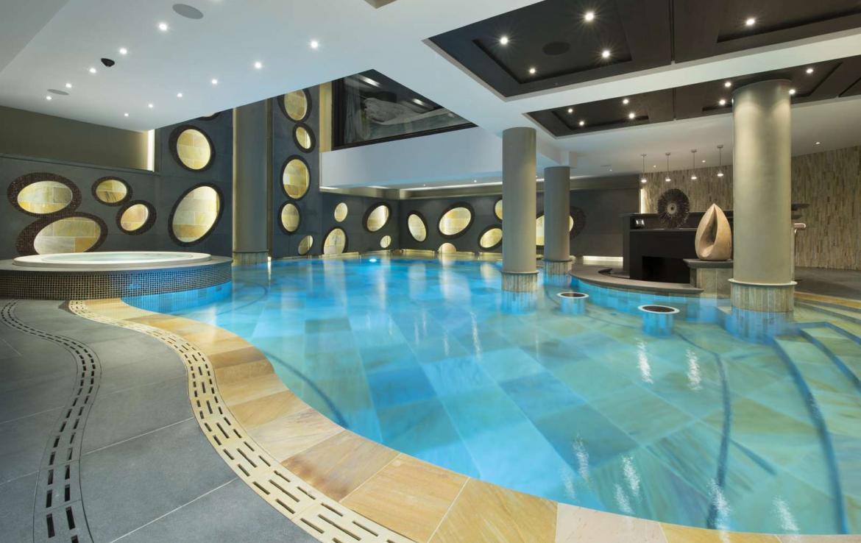 Kings-avenue-courchevel-wifi-sauna-jacuzzi-hammam-swimming-pool-childfriendly-cinema-parking-boot-heaters-fireplace-ski-in-ski-out-terrace-area-courchevel-090-4