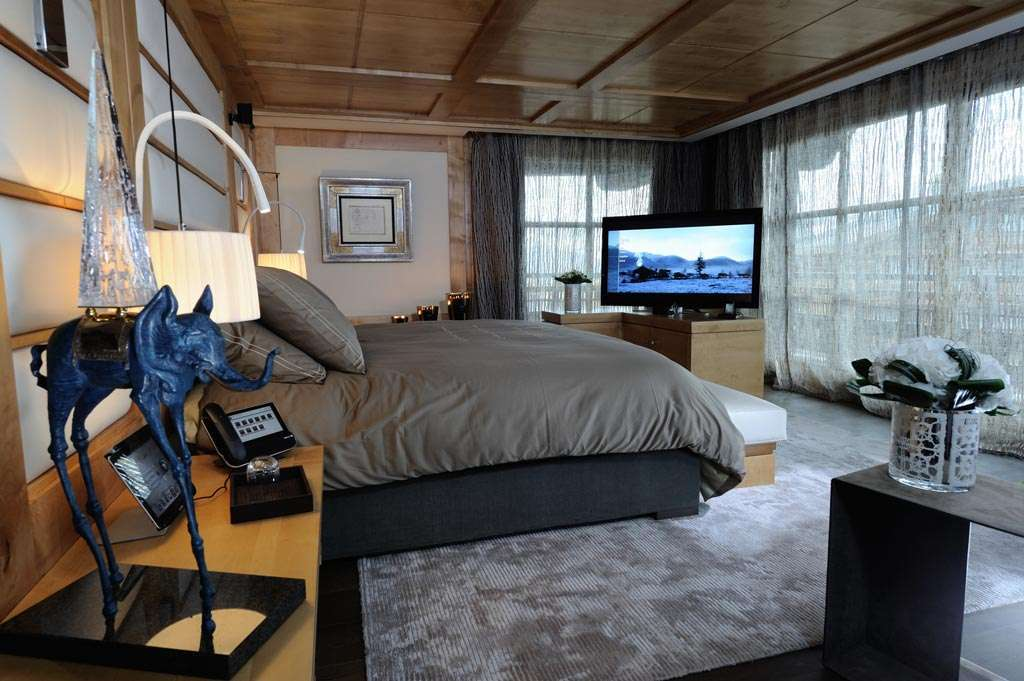 Kings-avenue-courchevel-wifi-sauna-jacuzzi-hammam-swimming-pool-childfriendly-cinema-parking-boot-heaters-fireplace-ski-in-ski-out-terrace-area-courchevel-090-7