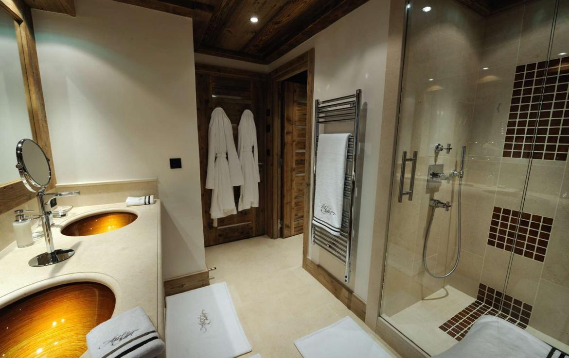 Kings-avenue-courchevel-wifi-sauna-jacuzzi-hammam-swimming-pool-childfriendly-cinema-parking-boot-heaters-fireplace-ski-in-ski-out-terrace-area-courchevel-090-9