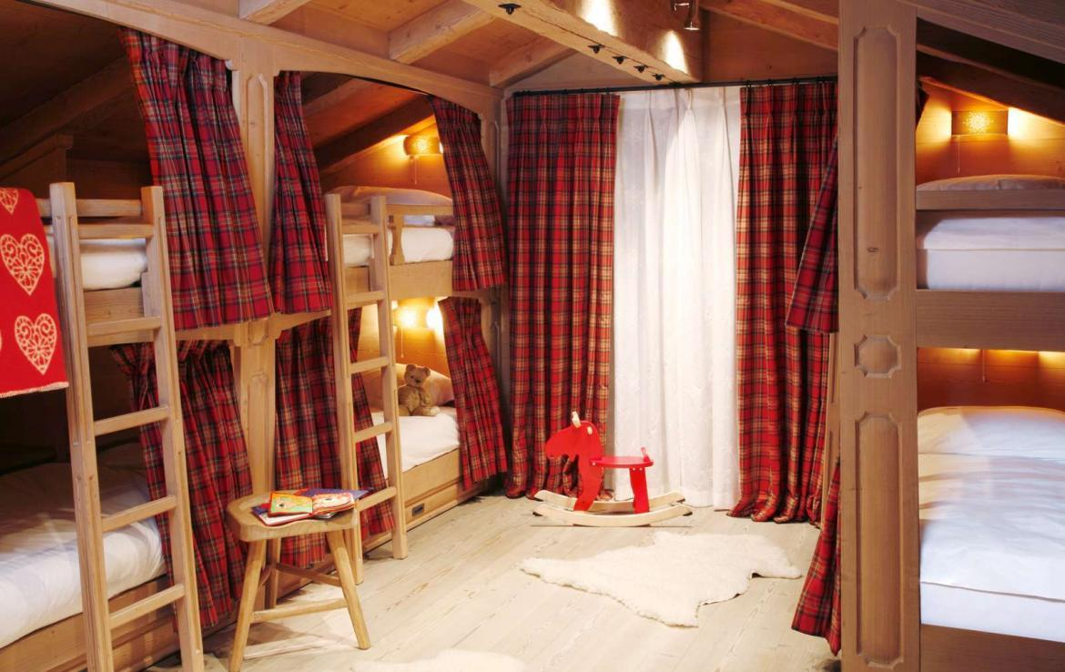 Kings-avenue-davos-sauna-jacuzzi-hammam-swimming-pool-parking-cinema-kids-playroom-boot-heaters-fireplace-ski-in-ski-out-wine-cellar-spa-massage-waterfall-area-davos-001-23