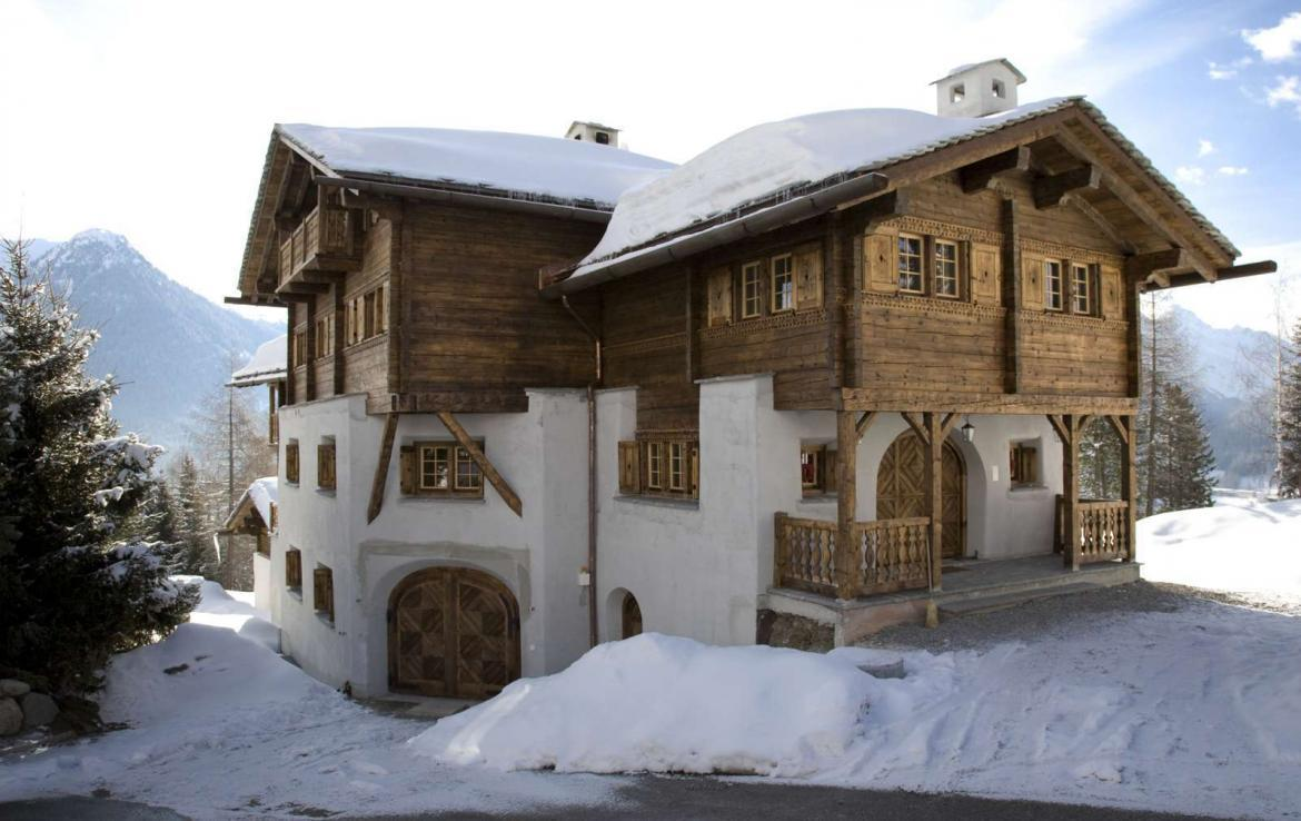 Kings-avenue-davos-sauna-jacuzzi-hammam-swimming-pool-parking-cinema-kids-playroom-boot-heaters-fireplace-ski-in-ski-out-wine-cellar-spa-massage-waterfall-area-davos-001-4