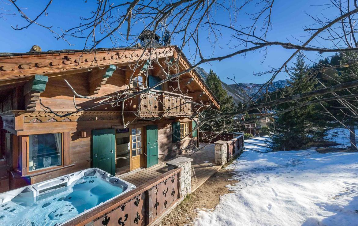 Kings-avenue-gourchevel-moriond-sauna-indoor-jacuzzi-parking-boot-heaters-fireplace-ski-in-ski-out-area-gourchevel-moriond-007-2