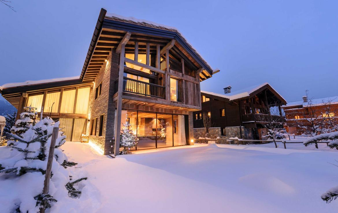 Kings-avenue-gourchevel-praz-ski-room-professional-kitchen-wine-cellar-home-cinema-half-exterior-swimming-pool-library-garage-area-gourchevel-praz-001-12