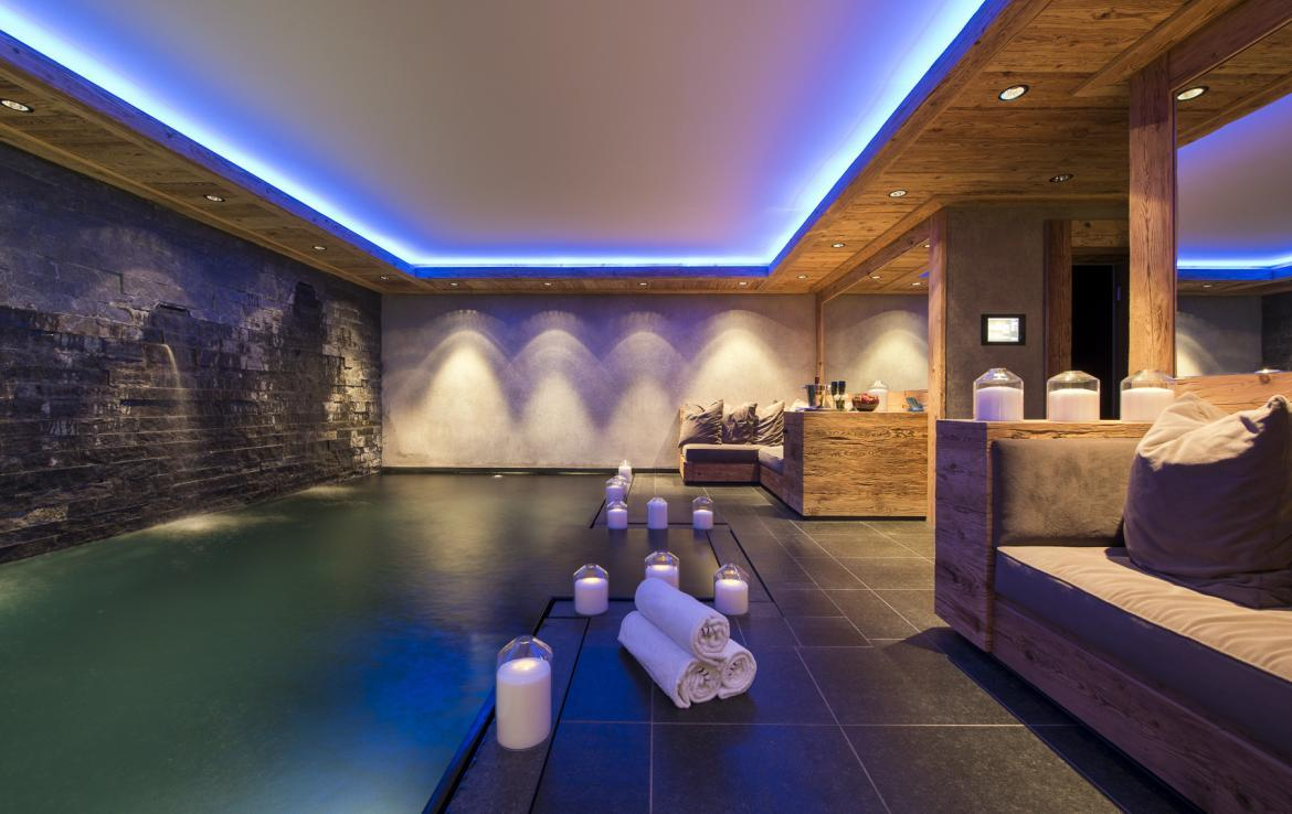 Kings-avenue-gstaad-hammam-swimming-pool-covered-parking-boot-heaters-fireplace-sound-system-area-gstaad-003-11