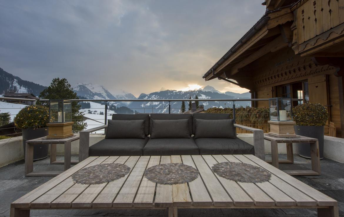 Kings-avenue-gstaad-hammam-swimming-pool-covered-parking-boot-heaters-fireplace-sound-system-area-gstaad-003-16