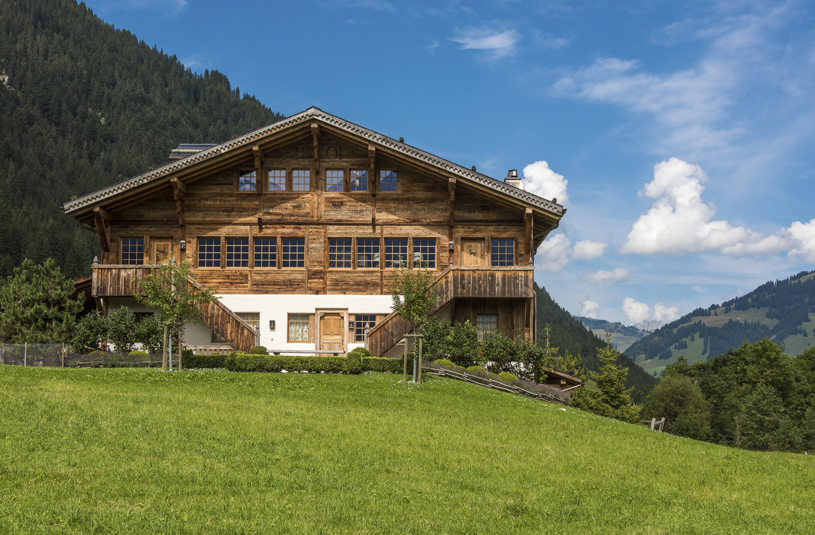 Kings-avenue-gstaad-sauna-hammam-childfriendly-parking-kids-playroom-games-room-gym-boot-heaters-fireplace-cinema-room-plunge-pool-area-gstaad-004-2