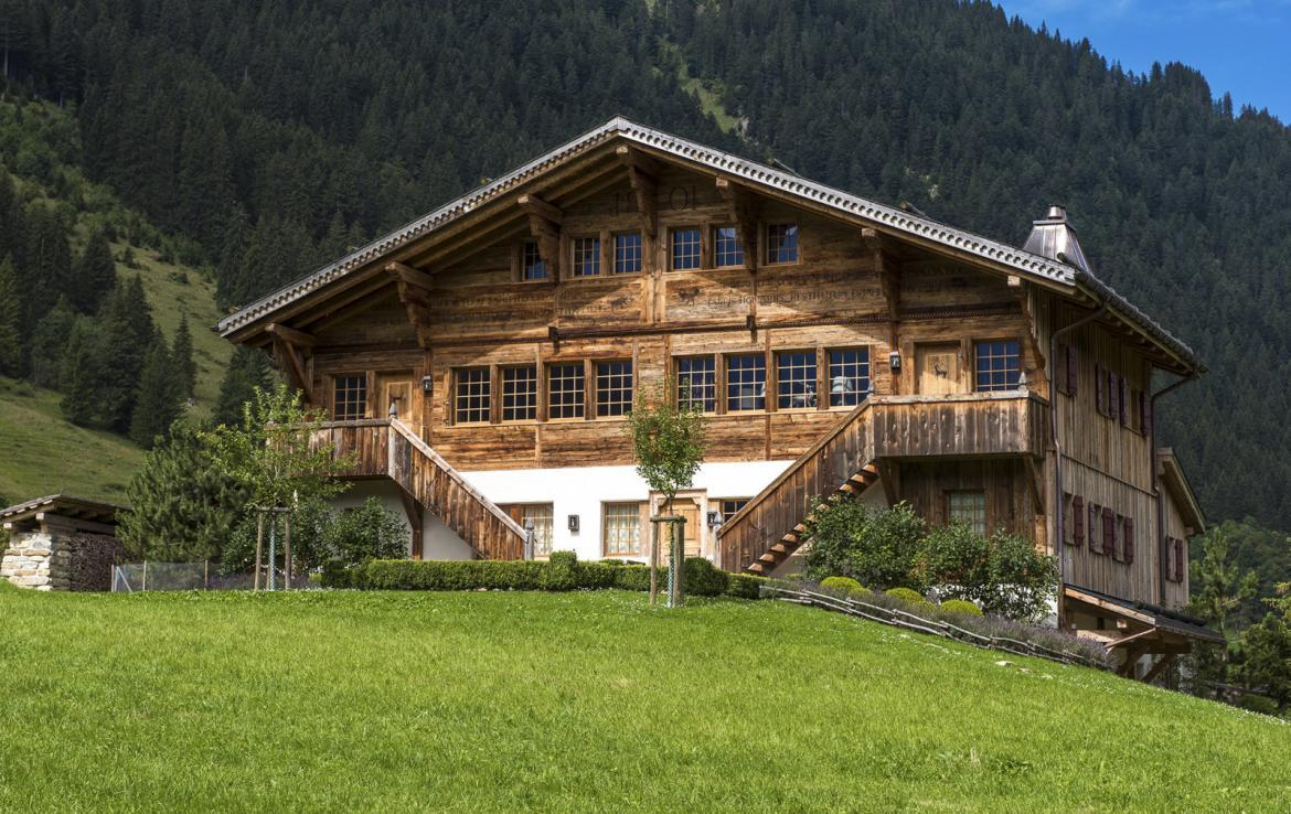Kings-avenue-gstaad-sauna-hammam-childfriendly-parking-kids-playroom-games-room-gym-fireplace-cinema-plunge-pool-area-gstaad-004