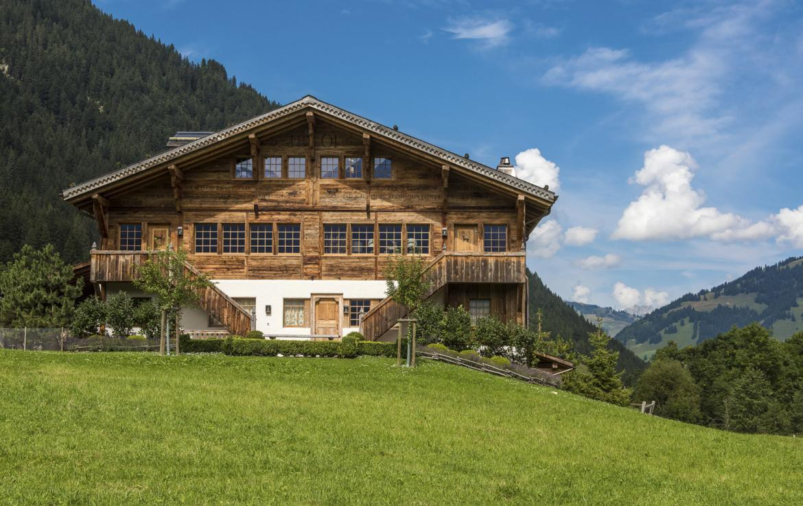 Kings-avenue-gstaad-sauna-hammam-childfriendly-parking-kids-playroom-games-room-gym-fireplace-cinema-plunge-pool-area-gstaad-004-2