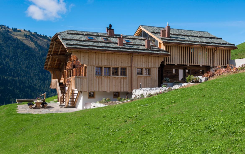 Kings-avenue-gstaad-sauna-jacuzzi-childfriendly-parking-cinema-gym-fireplace-gardens-area-gstaad-002-2