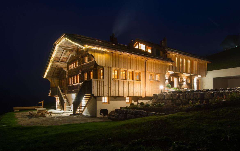 Kings-avenue-gstaad-sauna-jacuzzi-childfriendly-parking-cinema-gym-fireplace-gardens-area-gstaad-002-30