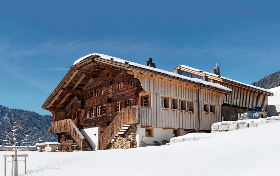Kings-avenue-gstaad-sauna-outdoor-jacuzzi-covered-parking-cinema-gym-boot-heaters-fireplace-area-gstaad-002