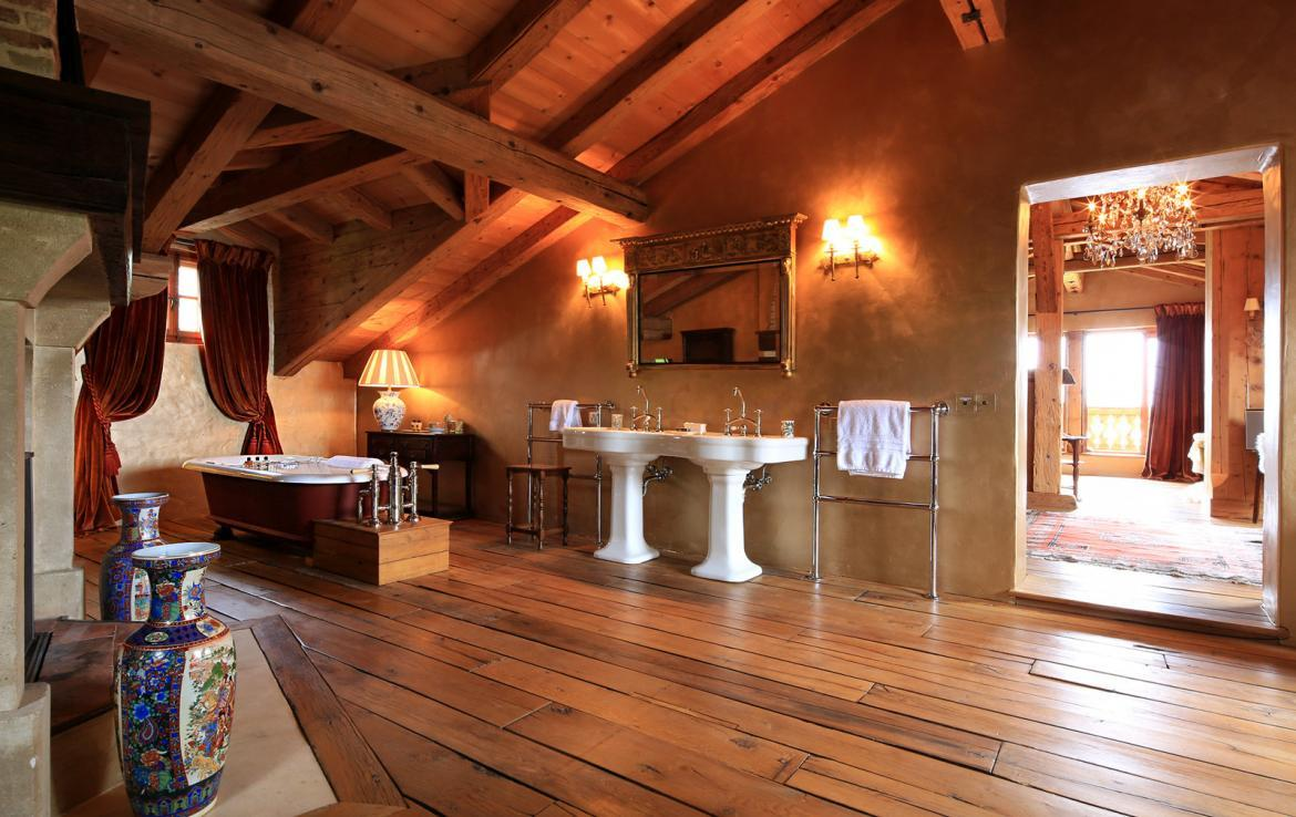 Kings-avenue-klosters-sauna-hammam-swimming-pool-parking-boot-heaters-fireplace-grand-piano-balconies-massage-room-cinema-kitchen-dining-room-area-klosters-002-13