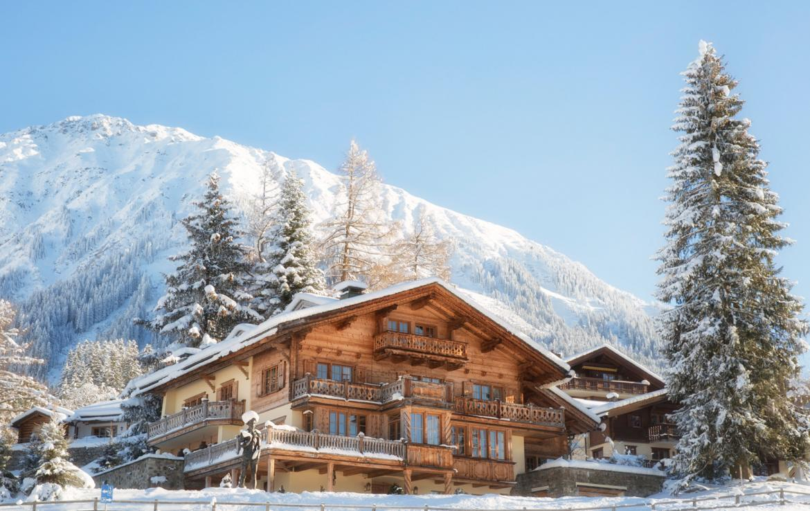 Kings-avenue-klosters-sauna-hammam-swimming-pool-parking-boot-heaters-fireplace-grand-piano-balconies-massage-room-cinema-kitchen-dining-room-area-klosters-002-25