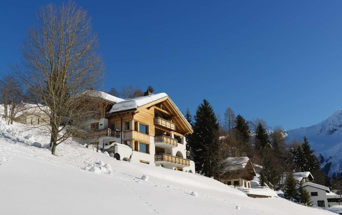 Kings-avenue-klosters-sauna-jacuzzi-hammam-parking-cinema-boot-heaters-fireplace-massage-room-terrace-balconies-lift-area-klosters-001