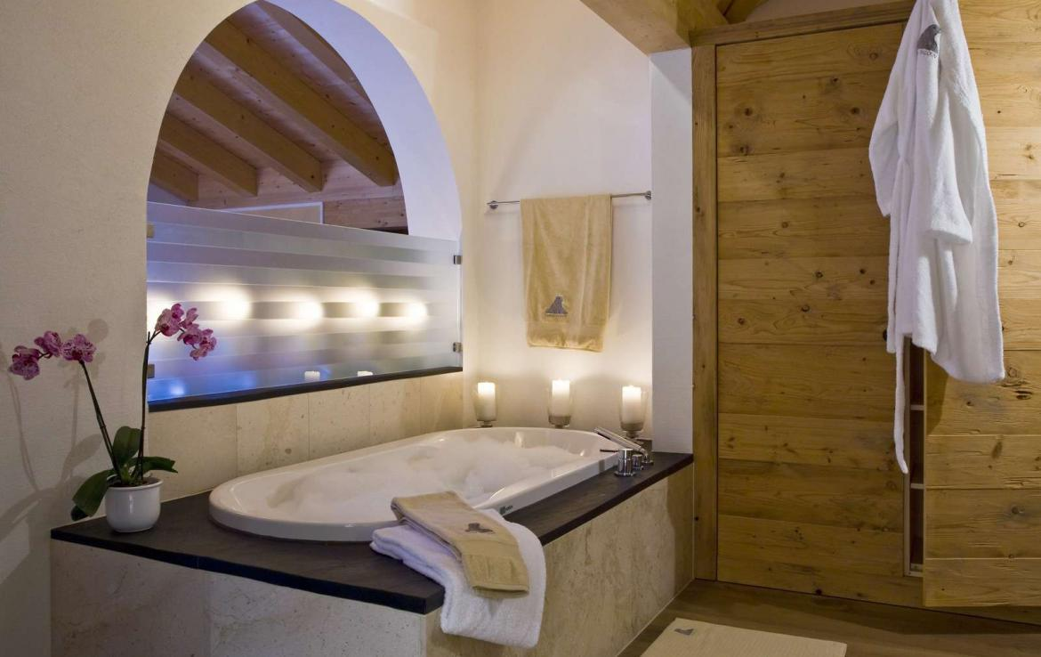 Kings-avenue-klosters-sauna-jacuzzi-hammam-parking-cinema-boot-heaters-fireplace-massage-room-terrace-balconies-lift-area-klosters-001-15