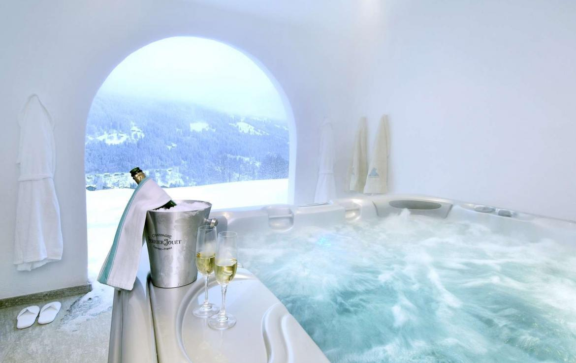 Kings-avenue-klosters-sauna-jacuzzi-hammam-parking-cinema-boot-heaters-fireplace-massage-room-terrace-balconies-lift-area-klosters-001-8