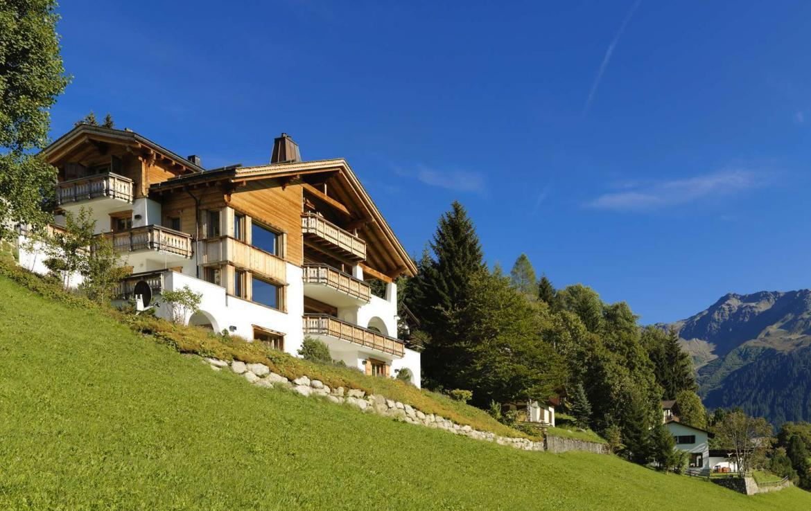 Kings-avenue-klosters-wifi-sauna-jacuzzi-hammam-childfriendly-parking-cinema-boot-heaters-fireplace-terrace-balconies-lift-area-klosters-001-2
