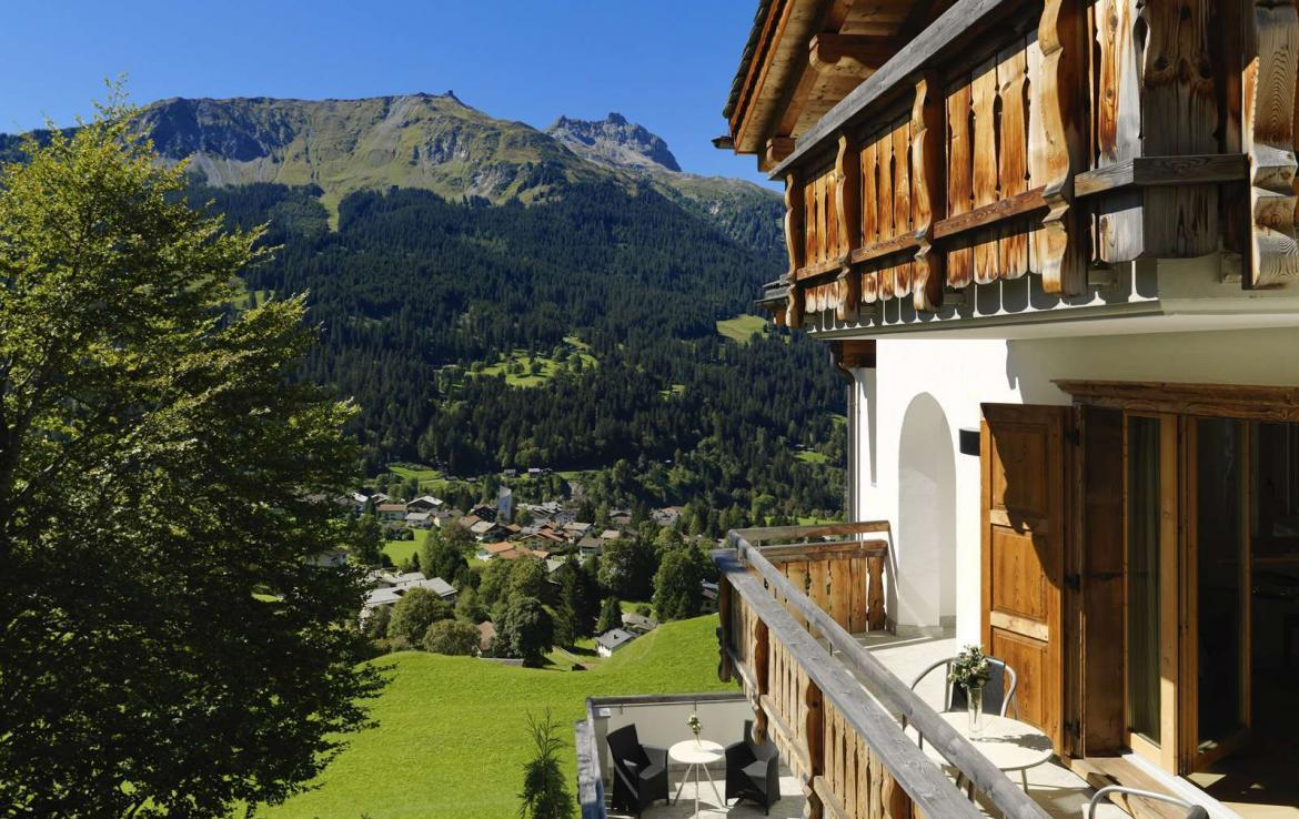 Kings-avenue-klosters-wifi-sauna-jacuzzi-hammam-childfriendly-parking-cinema-boot-heaters-fireplace-terrace-balconies-lift-area-klosters-001-3