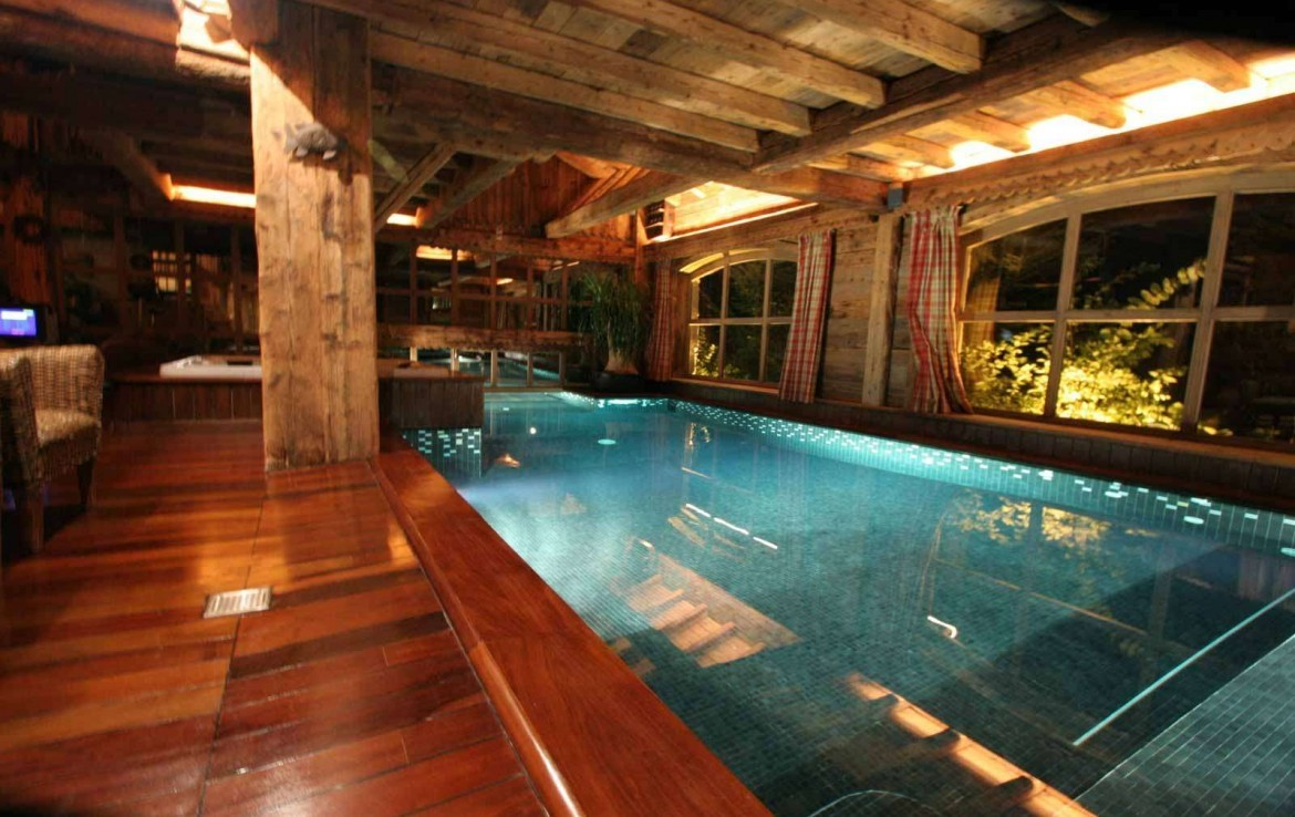 Kings-avenue-mégeve-snow-sauna-jacuzzi-hammam-swimming-pool-childfriendly-parking-cinema-childfriendly-games-room-gym-boot-heaters-fireplace-ski-in-area-mégeve-003