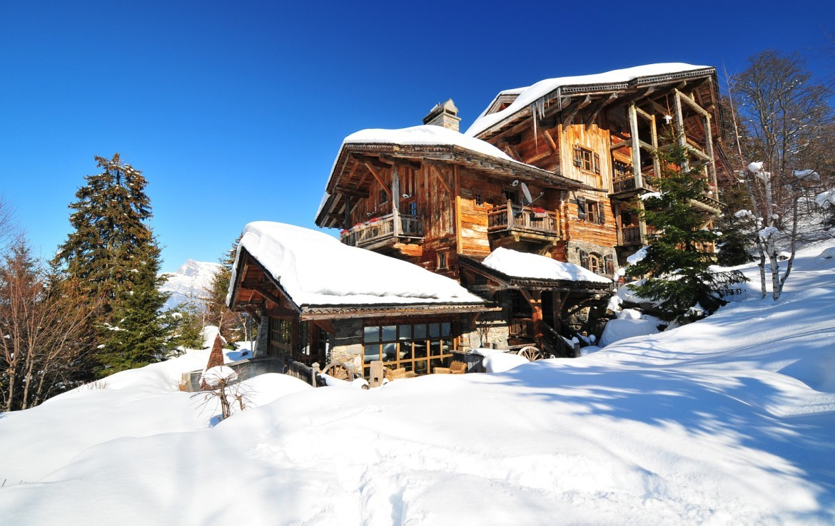 Kings-avenue-mégeve-snow-sauna-jacuzzi-hammam-swimming-pool-childfriendly-parking-cinema-childfriendly-games-room-gym-boot-heaters-fireplace-ski-in-area-mégeve-003-2
