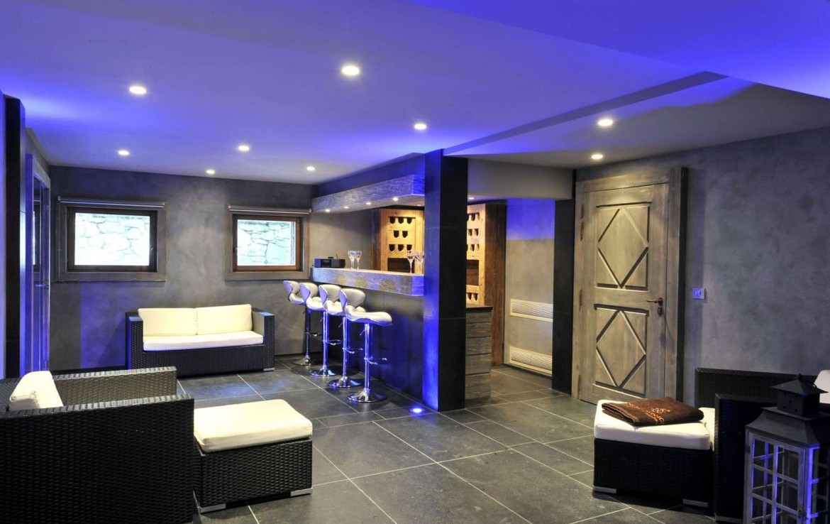 Kings-avenue-méribel-snow-indoor-jacuzzi-hammam-childfriendly-parking-fireplace-tv-area-spa-area-relaxation-area-bar-garden-area-méribel-007-7