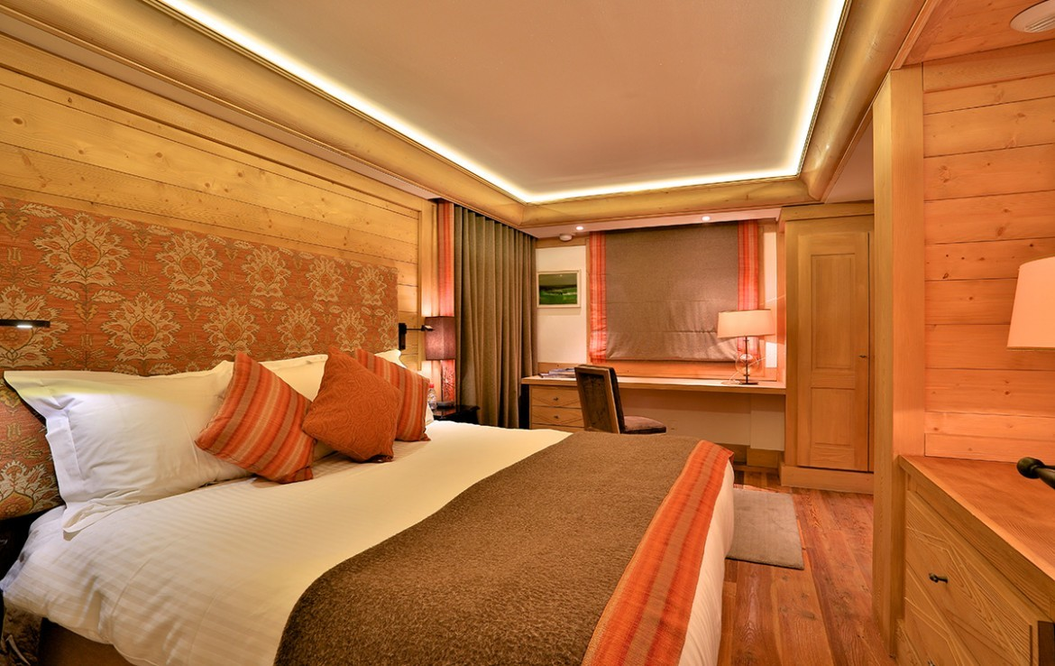 Kings-avenue-méribel-snow-jacuzzi-hammam-childfriendly-parking-fireplace-skin-in-ski-out-terrace-cinema-gym-massage-room-beauty-therapie-room-area-méribel-010-12