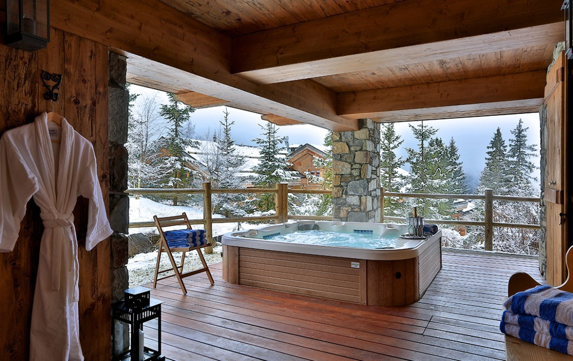 Kings-avenue-méribel-snow-jacuzzi-hammam-childfriendly-parking-fireplace-skin-in-ski-out-terrace-cinema-gym-massage-room-beauty-therapie-room-area-méribel-010-3
