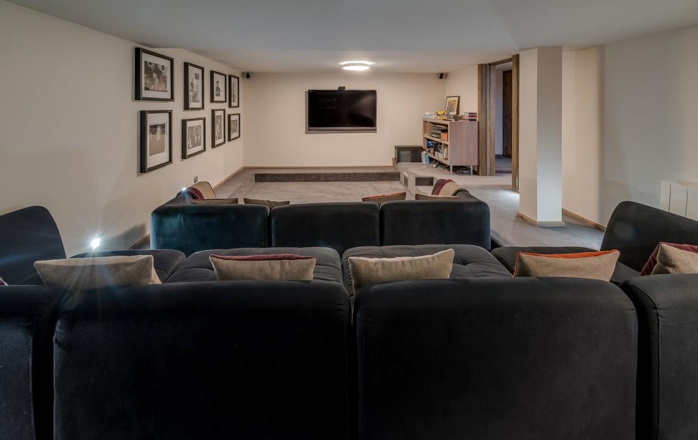 Kings-avenue-méribel-snow-jacuzzi-parking-cinema-boot-heaters-fireplace-bar-area-pool-table-office-wine-cellar-ice-bath-massage-room-steam-room-area-méribel-004-20