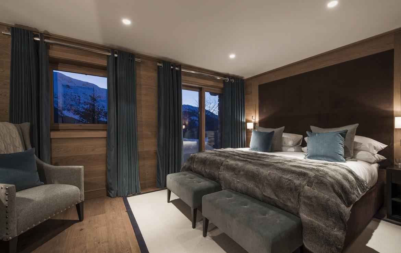 stunning new luxury chalet in meribel kingsavenue com