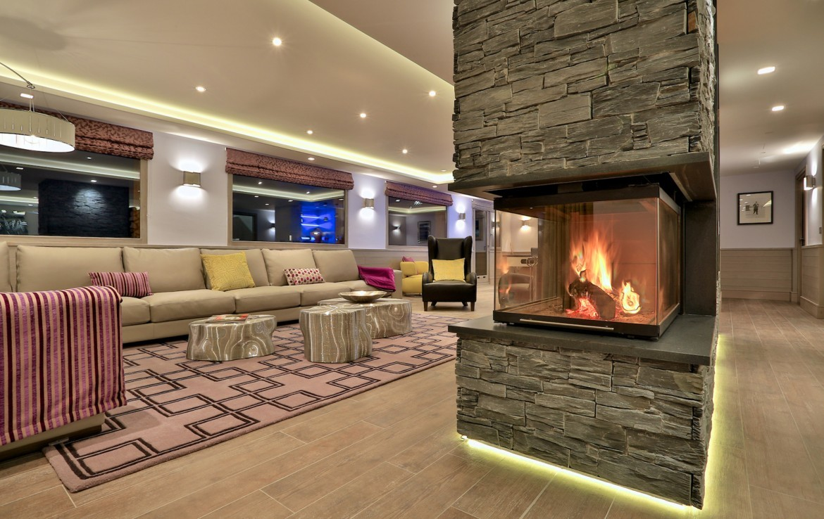 Kings-avenue-méribel-snow-sauna-wifi-outdoor-jacuzzi-hammam-gym-boot-heaters-fireplace-massage-room-bar-pool-table-area-méribel-014-5