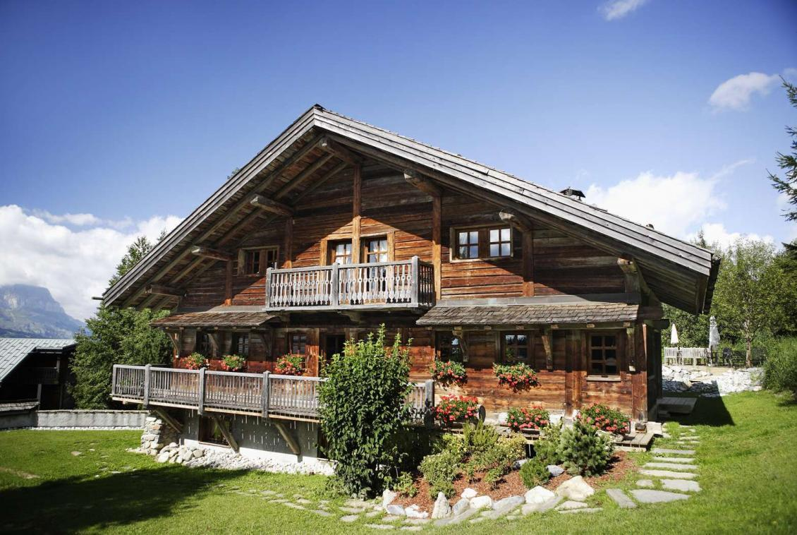Kings-avenue-megeve-dvd-tv-hifi-wifi-sauna-childfriendly-parking-fireplace-massage-table-area-megeve-012