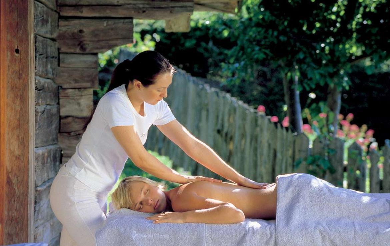 Kings-avenue-megeve-dvd-tv-hifi-wifi-sauna-childfriendly-parking-fireplace-massage-table-area-megeve-012-8