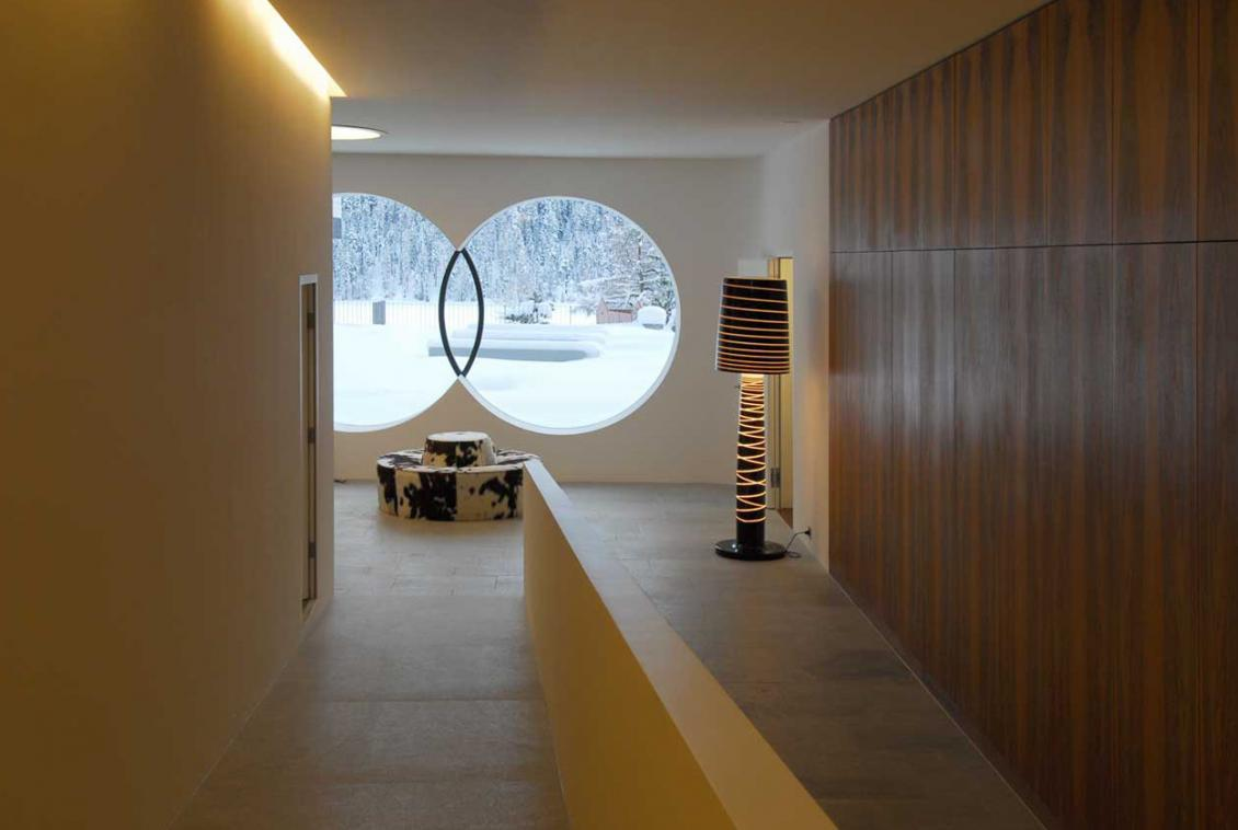 Kings-avenue- St-moritz-sauna-jacuzzi-hammam-childfriendly-parking-gym-fireplace-massage-room-area-st-moritz-001