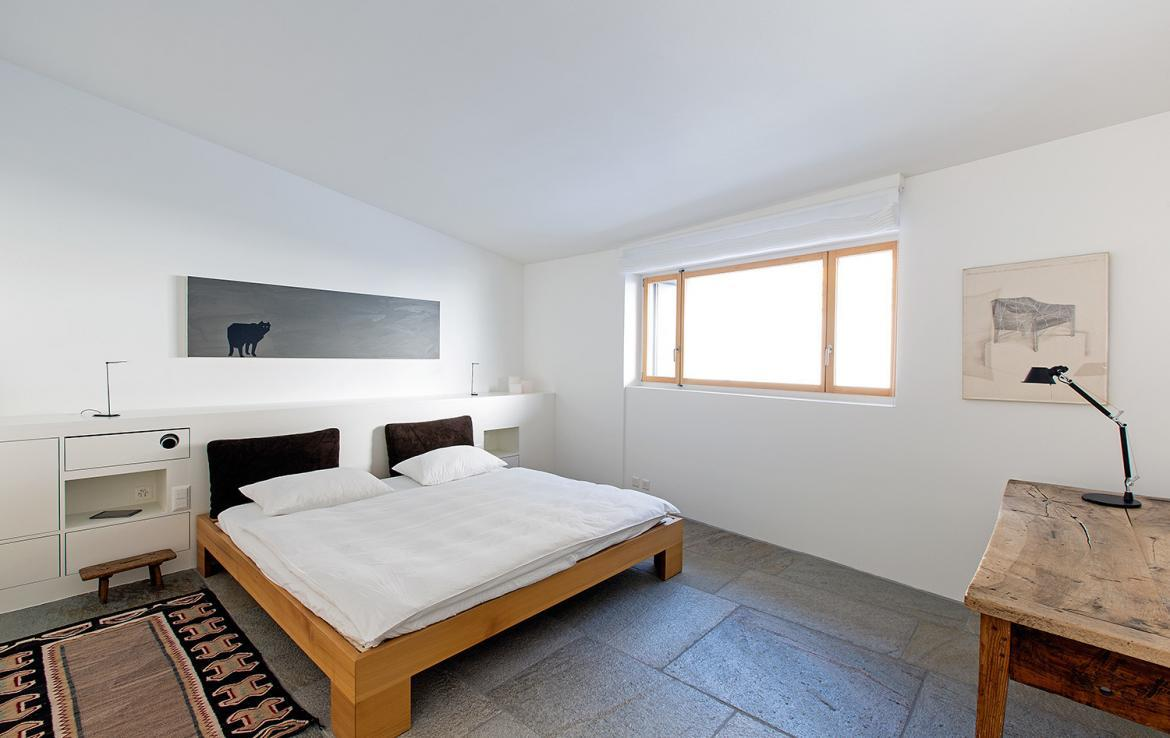 Kings-avenue-st-moritz-snow-wifi-childfriendly-covered-parking-kids-playroom-games-room-gym-boot-heaters-fireplace-welness-hammam-area-st-mortiz-002-13
