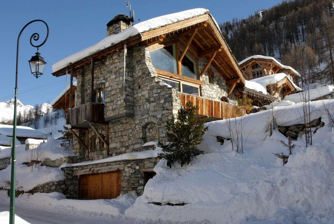 Kings-avenue-val-disere-snow-chalet-childfriendly-boot-heaters-fireplace-ski-in-ski-out-2-outdoor-hottubs-val-disere-021-1