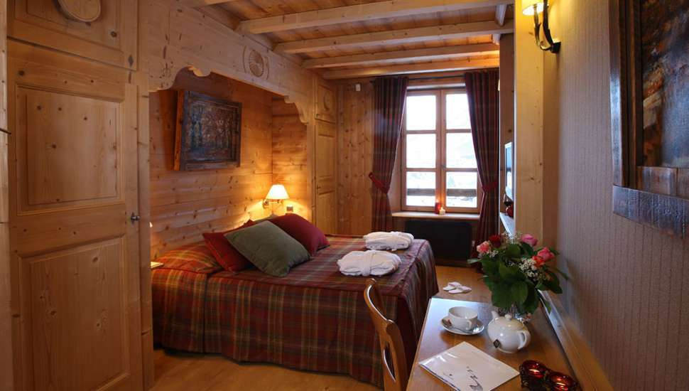 Kings-avenue-val-disere-snow-chalet-hammam-boot-heaters-ski-in-ski-out-terrace-parking-wine-cellar-val-disere-022-13