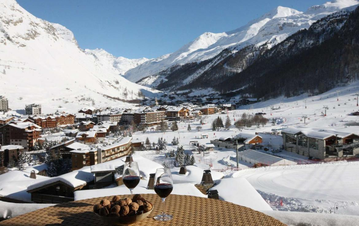 Kings-avenue-val-disere-snow-chalet-hammam-boot-heaters-ski-in-ski-out-terrace-parking-wine-cellar-val-disere-022-2