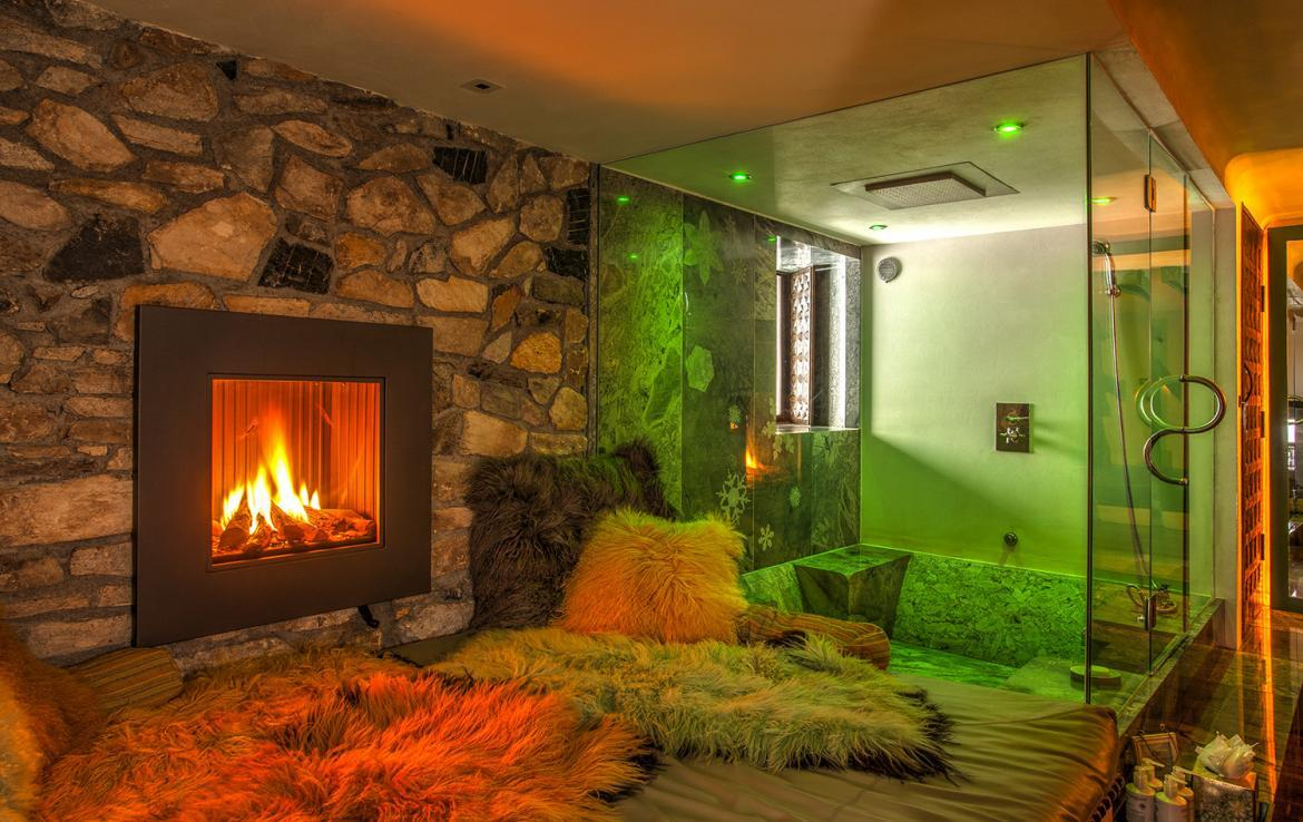 Kings-avenue-val-disere-snow-chalet-sauna-hammam-parking-ski-in-ski-out-fireplace-wellness-area-val-disere-019-10