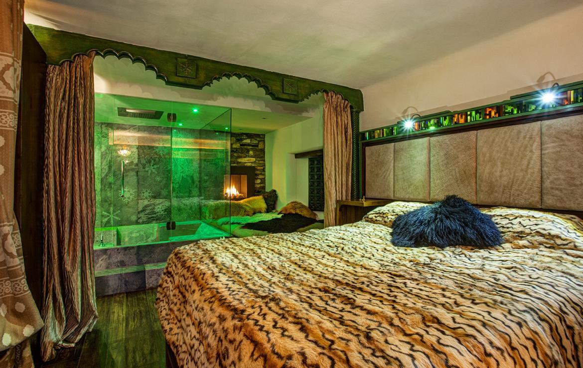 Kings-avenue-val-disere-snow-chalet-sauna-hammam-parking-ski-in-ski-out-fireplace-wellness-area-val-disere-019-9