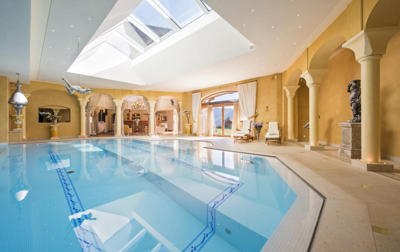 Kings-avenue-verbier-hammam-swimming-pool-childfriendly-parking-cinema-fireplace-wine-cellar-pool-bar-seating-area-verbier-005-12