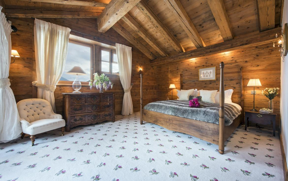 Kings-avenue-verbier-hammam-swimming-pool-childfriendly-parking-cinema-fireplace-wine-cellar-pool-bar-seating-area-verbier-005-17