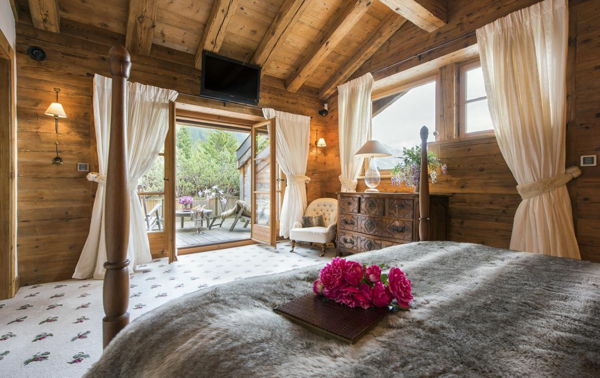 Kings-avenue-verbier-hammam-swimming-pool-childfriendly-parking-cinema-fireplace-wine-cellar-pool-bar-seating-area-verbier-005-18