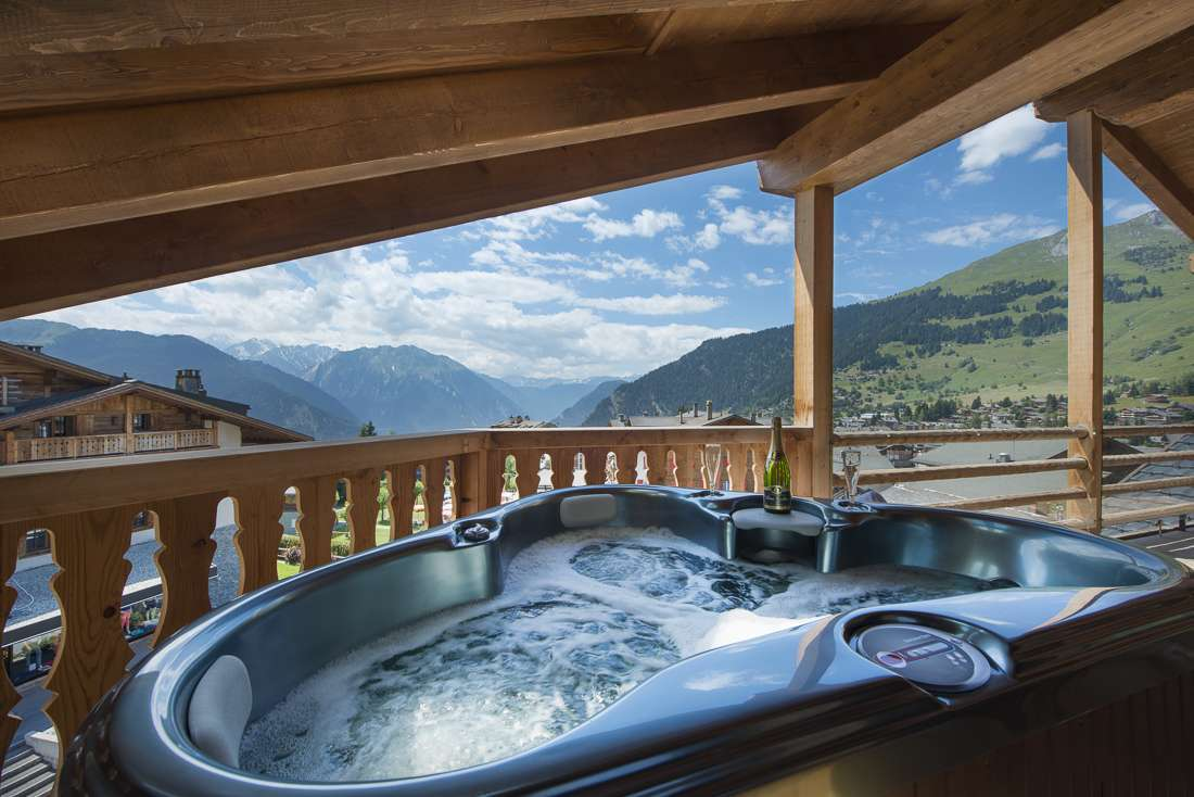 Kings-avenue-verbier-snow-chalet-outdoor-jacuzzi-childfriendly-fireplace-040-14